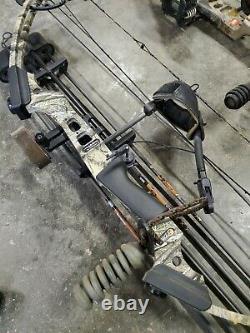 Camouflaged hunting bows Mathews mission menace, PSE carrera