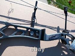 Elite Archery- Revol XL-Right Hand 50-60 Lb. Grey 29 Draw length 3-D, Hunting