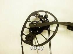 Hoyt Archery Axius Ultra 27 30 RH 60# 70# Blackout NEW