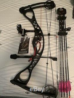 Hoyt Charger Hunting Bow RH 70# 28inDL CBE VaporTrail Scott Release