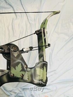 Hurry Mint Oneida Strike Eagle Bow Fish/Hunt Right Medium Draw 30-50-70 lb