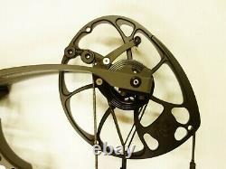 Mathews Archery Vertix With Accessories 27 RH 60# Stone Used