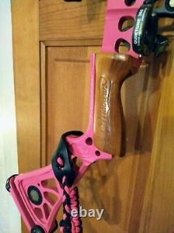 Mathews DXT Solo Cam 40/50 lb. 24 Draw Youth /Women Custom Pink Hunting Bow