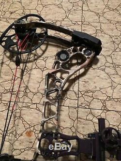 Mathews halon 6 hunting bow with arrow rest, one pin sight and arrow quiver