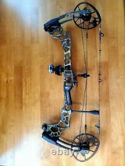 Mathews triax bow compound hunting bow